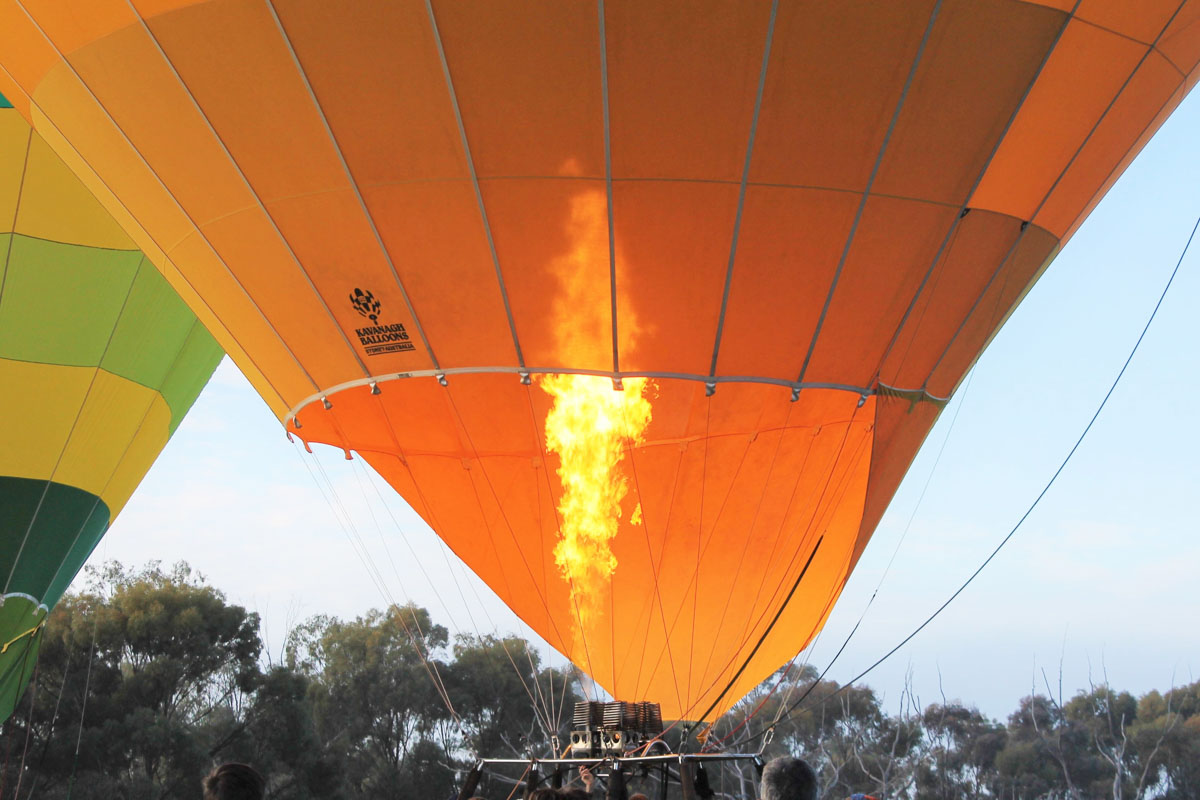 VH-LNB Kavanagh B-400 balloon (MSN B400-440) owned by Windward Adventures Pty Ltd, of Northam, WA, at Cunderdin - Sat 29 August 2015. Preparing to take off on a practice flight for the National Ballooning Championships. They had to relocate from Northam due to fog. Photo © Jonathan Williams