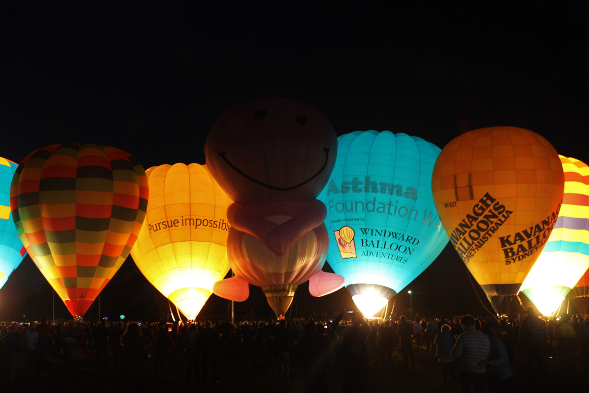 Balloons VH-OTR, VH-BLQ, VH-NUD, VH-UAF, VH-EXT, and VH-ACU at Henry Street Oval, Northam - Sat 29 August 2015. The 'Balloon Glow' event at the Shire of Northam's Family Balloon Fiesta, held during the National Ballooning Championships. Photo © Jonathan Williams