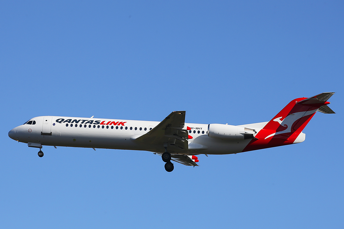 VH-NHY Fokker 100 (MSN 11467) of Qantas Link at Perth Airport – 1 September 2015.