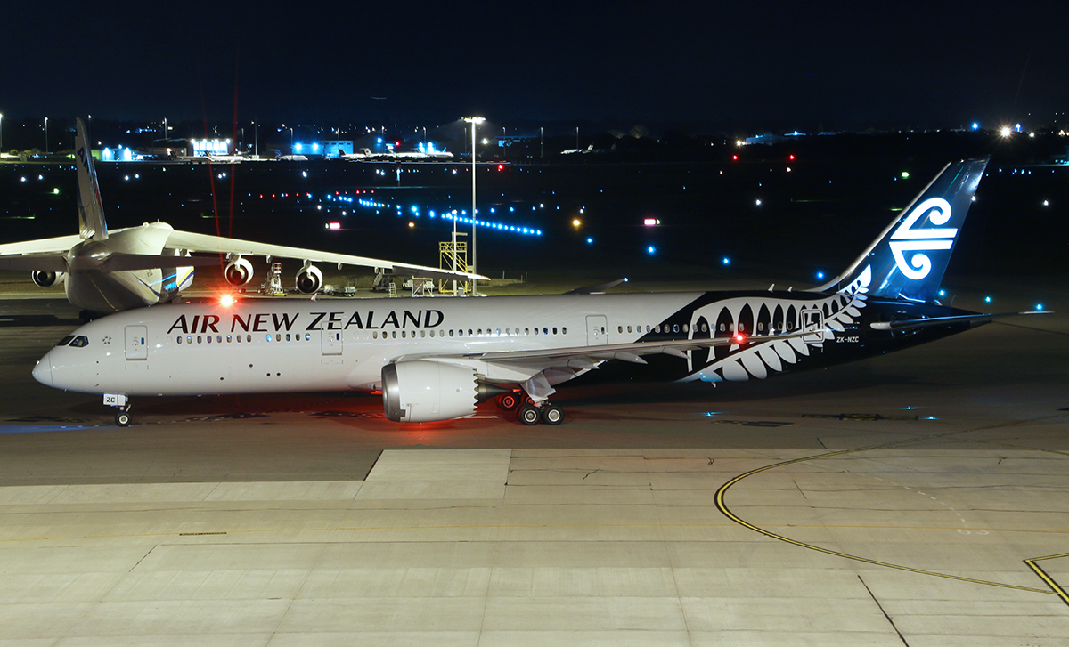 ZK-NZC Boeing 787-9 DreamLiner (MSN 41988) of Air New Zealand at Perth Airport – 3 Sept 2015.