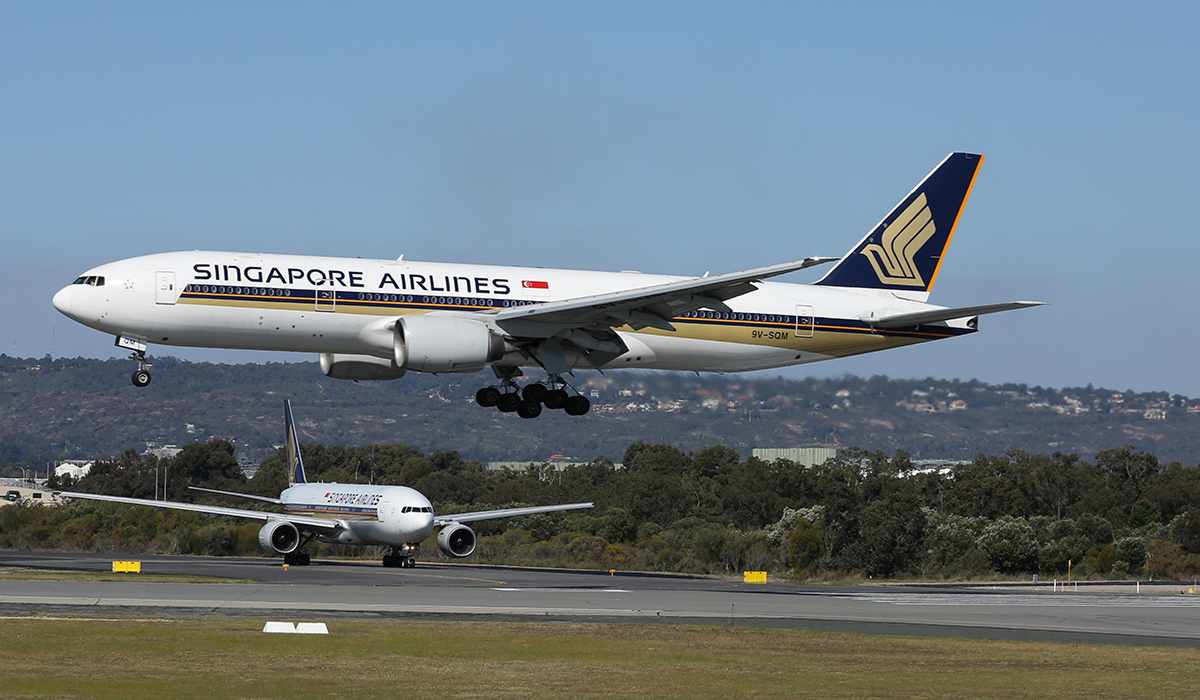 9V-SQM Boeing 777-212ER (MSN 33372) of Singapore Airlines at Perth Airport - 8 Sept 2015.
