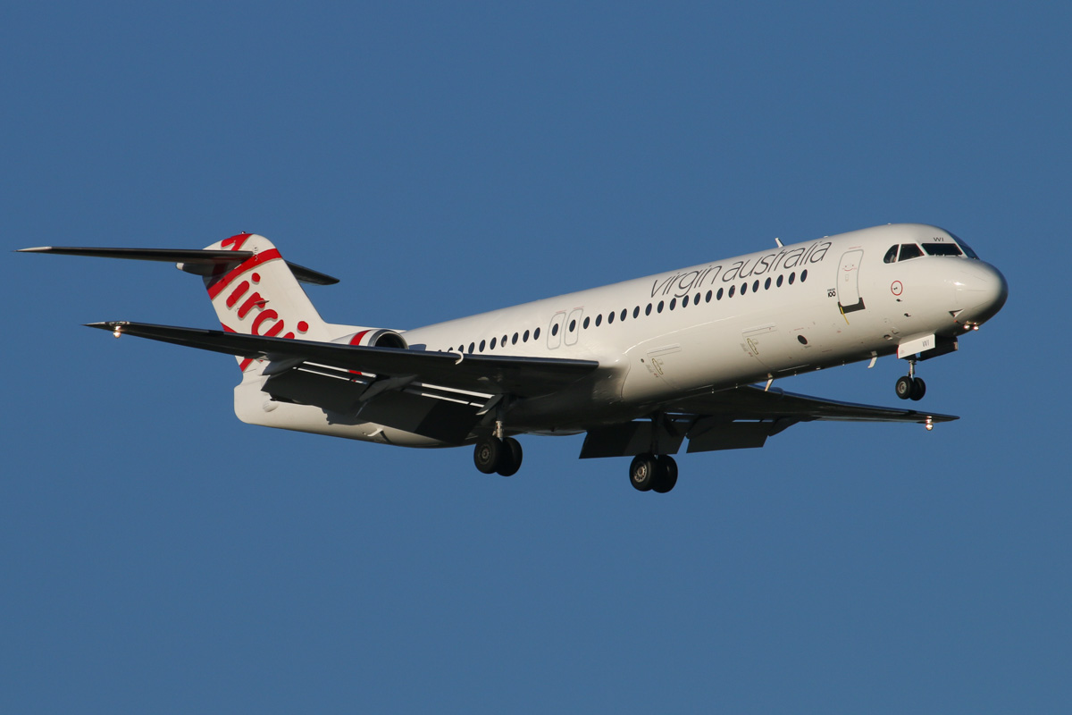 VH-FWI Fokker 100 (MSN 11318) of Virgin Australia Regional Airlines, at Perth Airport - Thu 17 September 2015. Acquired in July 2015 from Alliance Airlines together with VH-FWH, this Fokker 100 is now wearing Virgin Australia livery, apart from the missing Flying Lady nose art. On final approach to runway 21 at 5:09pm as VA1484 from Broome. Photo © David Eyre