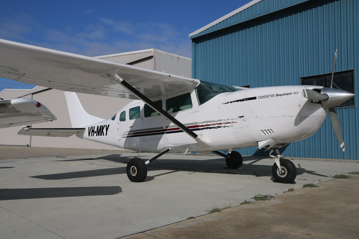 VH-MKY Cessna T207A Turbo Skywagon (MSN 20700340) owned by Shark Bay Air Charter (Priority Shark Bay Pty Ltd), of Denham, WA, at Jandakot Airport - Sat 19 September 2015. Built in 1976, ex HB-CET, N1740U. Photo © David Eyre