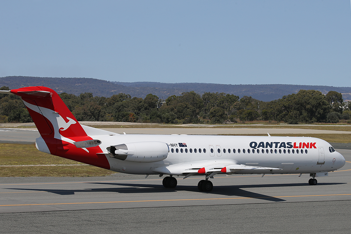 VH-NHY Fokker 100 (MSN 11467) of Qantas Link at Perth Airport – 21 September 2015.