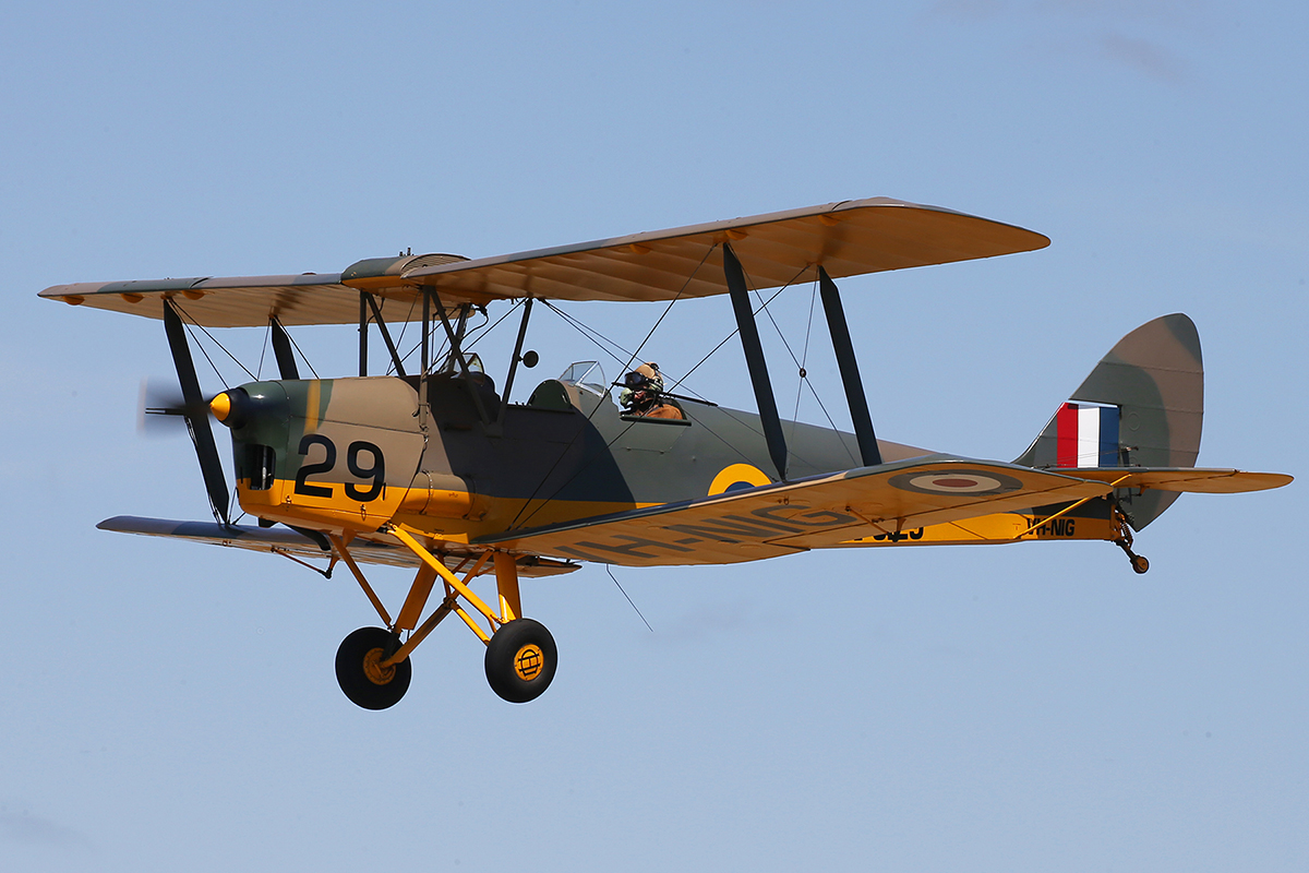 "VH-NIG/N9129/29 De Havilland DH-82A Tiger Moth (MSN 82248) of Nigel T Emmans "", at SABC Annual Fly In, Serpentine Airfield – Sun 27 September 2015.Based at Serpentine. Painted in RAF camouflage."