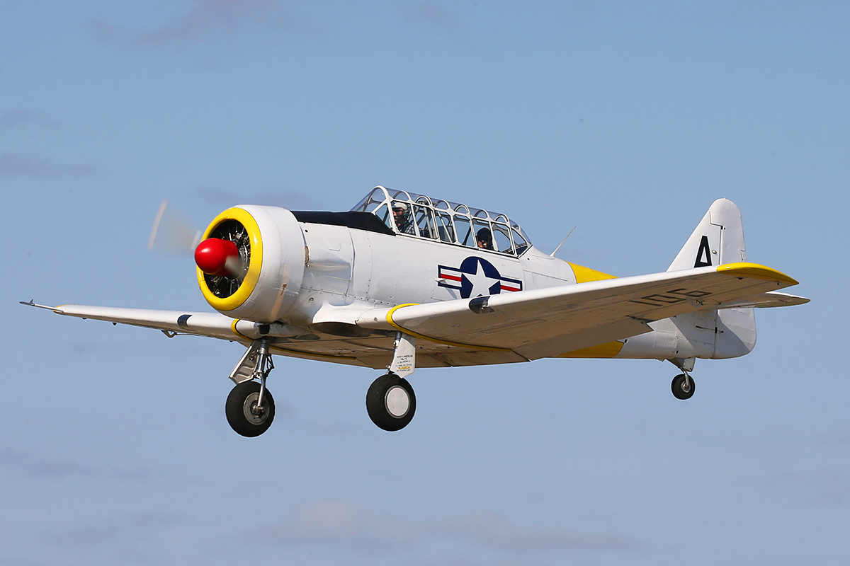 VH-WWA / A – 106 North American AT-6D Texan (MSN 78-7094) owned by Adrian Thomas, at SABC Annual Fly In, Serpentine Airfield – Sun 27 September 2015.