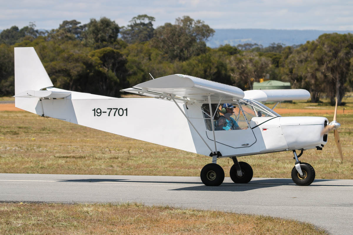 19-7701 Zenair CH701 STOL (MSN 7-5340, ex VH-OLC), at Serpentine Airfield - Sun 27 September 2015. Photo © David Eyre