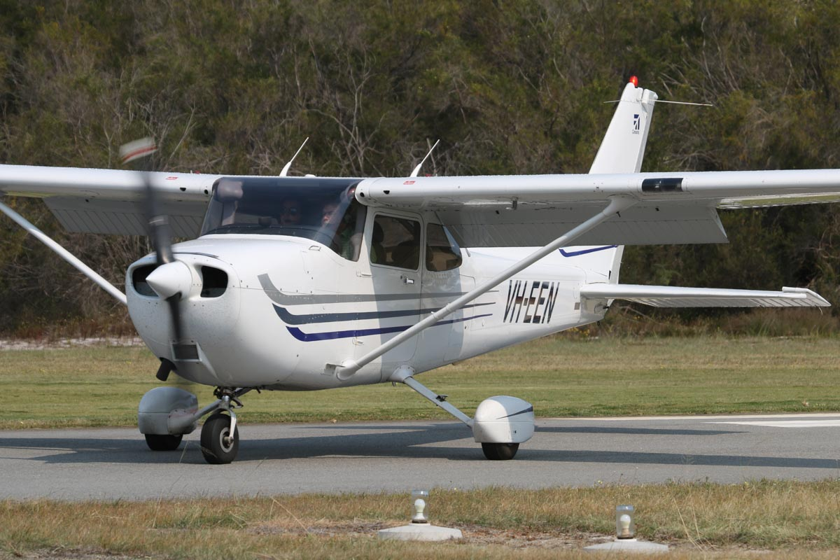 VH-EEN Cessna 172S Skyhawk SP (MSN 172S9411) owned by Brian Collingridge, at SABC Annual Fly-in, Serpentine Airfield - Sun 27 September 2015. Built in 2003, ex N411FA. Photo © David Eyre