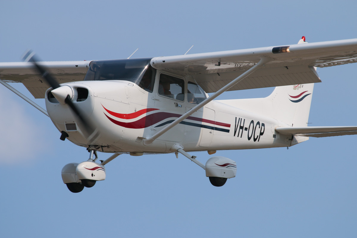 VH-OCP Cessna 172S Skyhawk SP (MSN 172S8133) owned by Martin A Softly, at SABC Annual Fly In, Serpentine Airfield – Sun 27 September 2015. Built in 1999, ex N126RS, N136RJ, N136RU, N136RJ. Photo © David Eyre