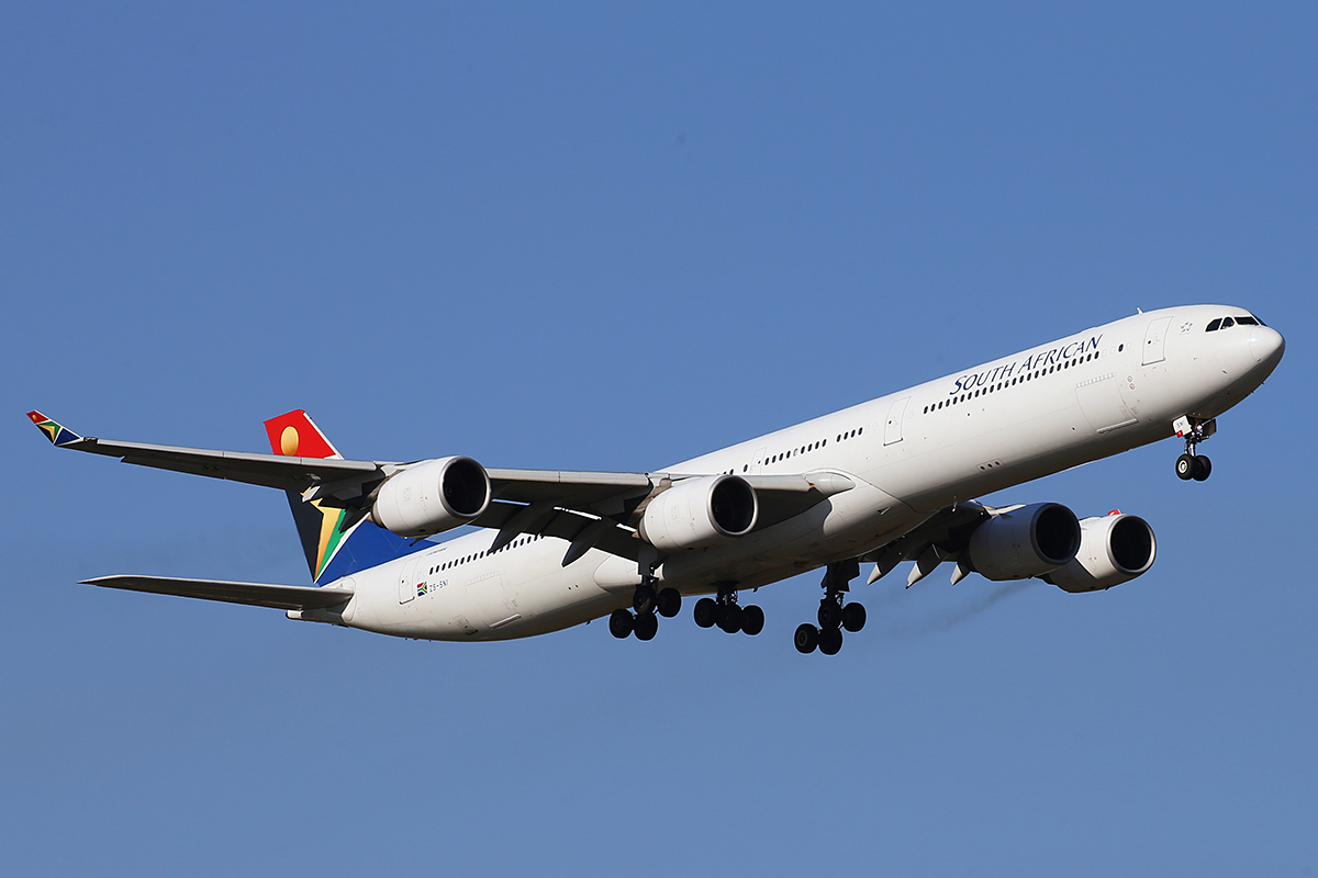 ZS-SNI Airbus A340-642 (MSN 630) of South African Airways at Perth Airport – 1 October 2015.