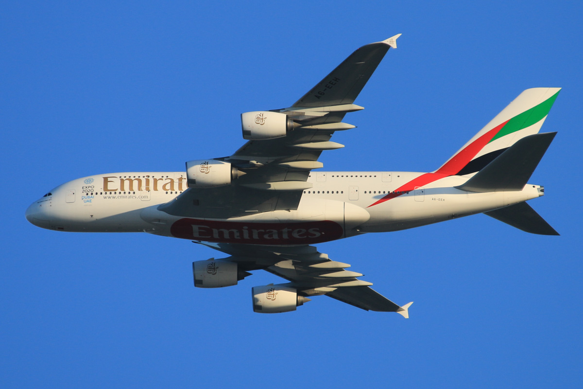 A6-EEH Airbus A380-861 (MSN 119) of Emirates, over the northern suburbs of Perth - Tue 6 October 2015. Flight EK420 from Dubai, at 3,300 feet, turning northeast along the 9 DME arc, before joining the approach to Perth Airport's runway 21 at 5:38pm. Photo © David Eyre