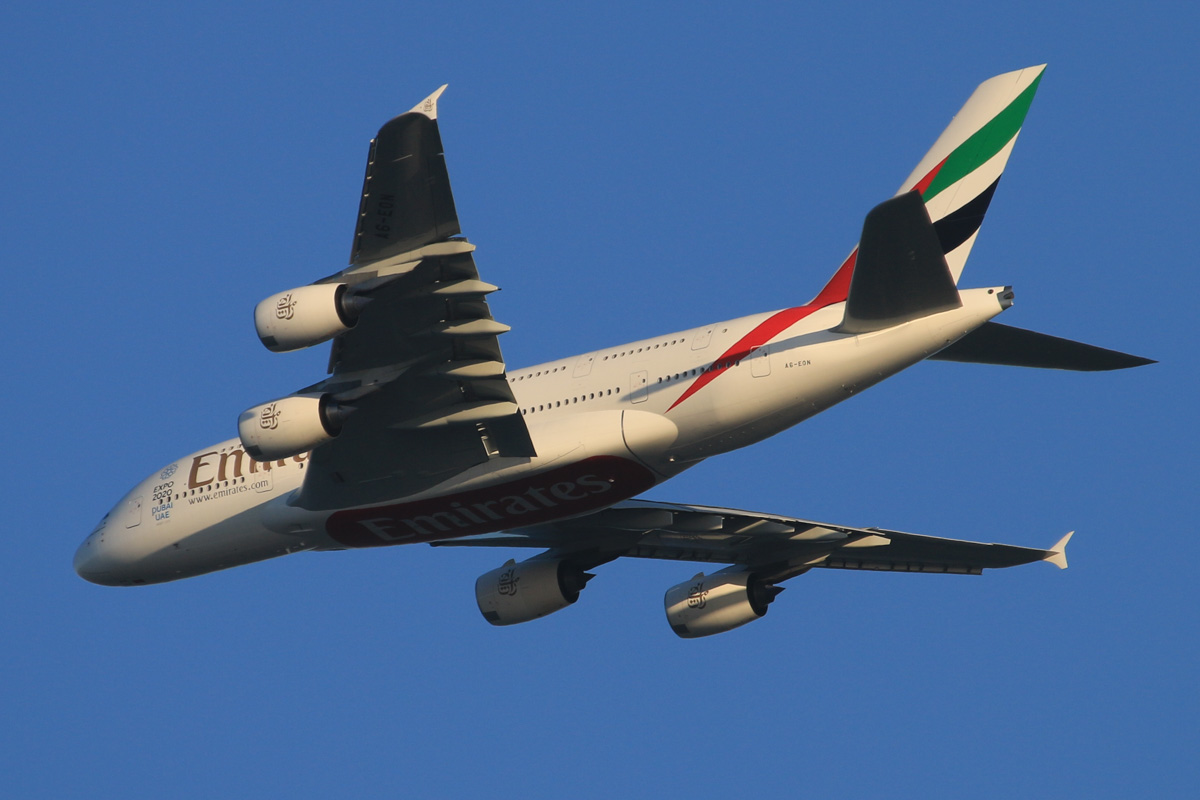 A6-EON Airbus A380-861 (MSN 188) of Emirates, over the northern suburbs of Perth - Thu 8 October 2015. Flight EK420 from Dubai, at 3,600 feet, turning northeast along the 9 DME arc, before joining the approach to Perth Airport's runway 21 at 5:41pm. Photo © David Eyre