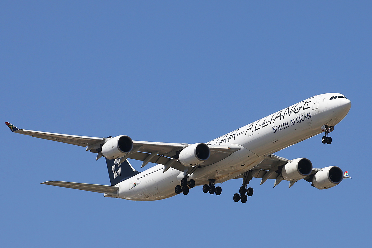 ZS-SNC Airbus A340-642 (MSN 426) of South African Airways, in Star Alliance special colours at Perth Airport – Fri 9 October 2015.