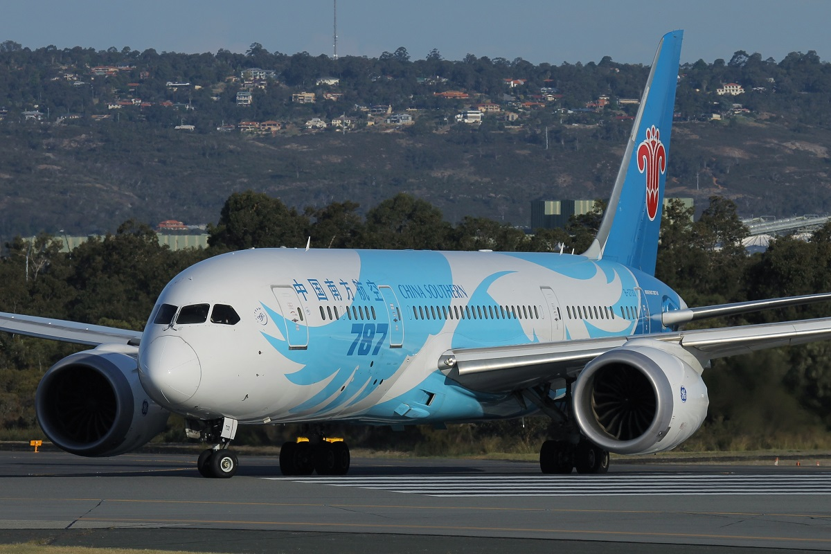 B-2733 Boeing 787-8 Dreamliner (MSN 34927) of China Southern at Perth Airport – 11 October 2015.