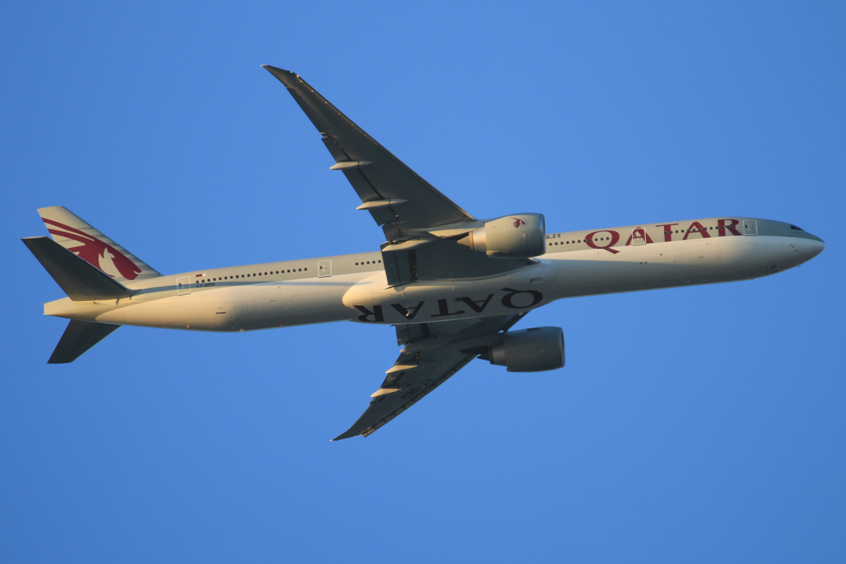A7-BED Boeing 777-3DZER (MSN 60330/1244) of Qatar Airways, over the northern suburbs of Perth - Mon 12 October 2015. Flight QR900 from Doha, at 3,200 feet, heading east before joining the approach to Perth Airport's runway 21 at 6:03pm. Photo © David Eyre