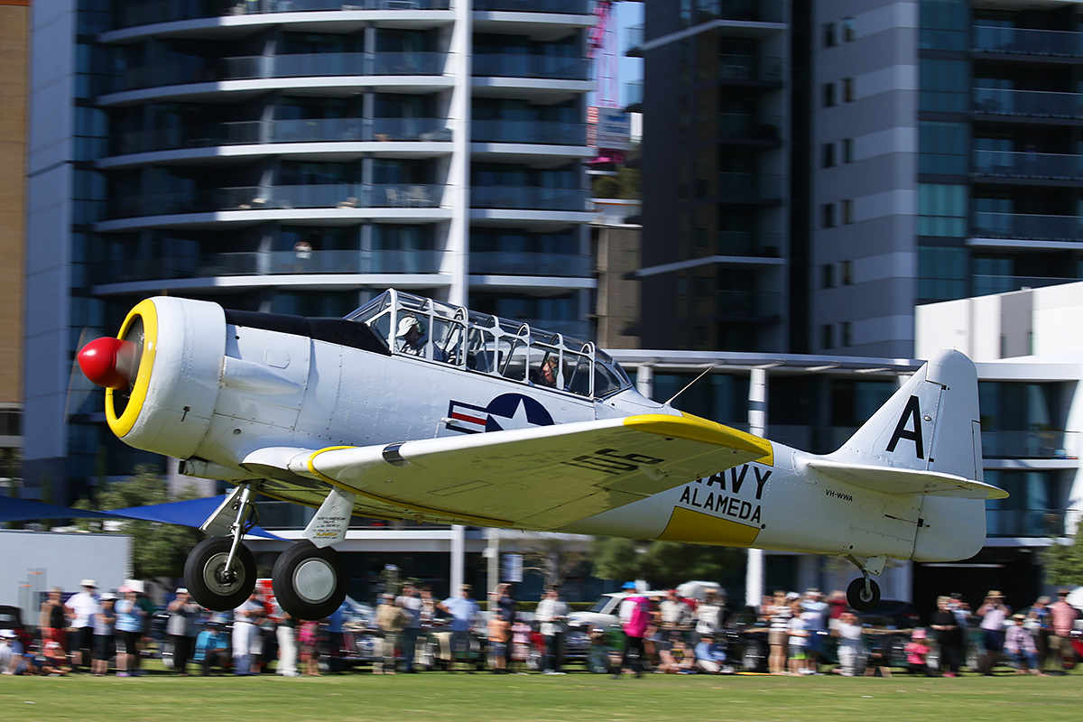 VH-WWA / A – 106 North American AT-6D Texan (MSN 78-7094) owned by Adrian Thomas, at Langley Park – 17 October 2015.