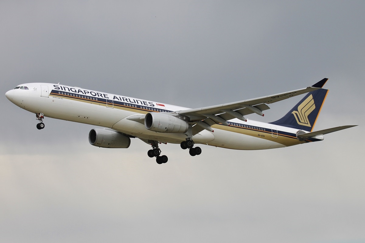 9V-STH Airbus A330-343E (MSN 1015) of Singapore Airlines at Perth Airport - 25 Oct 2015.