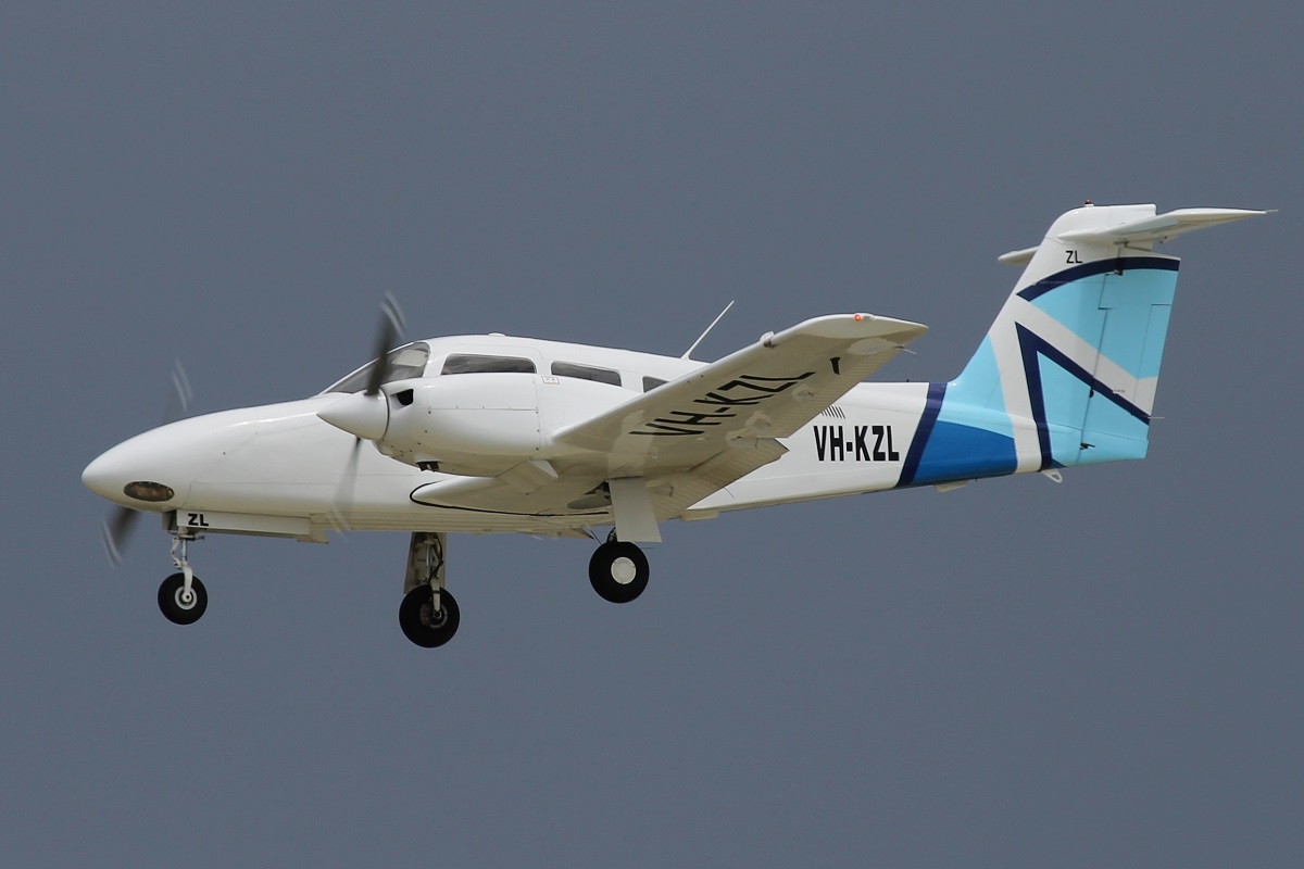 VH-KZL Piper PA-44-180 Seminole of Airflite Pty Ltd at Perth Airport – 25 Oct 2015