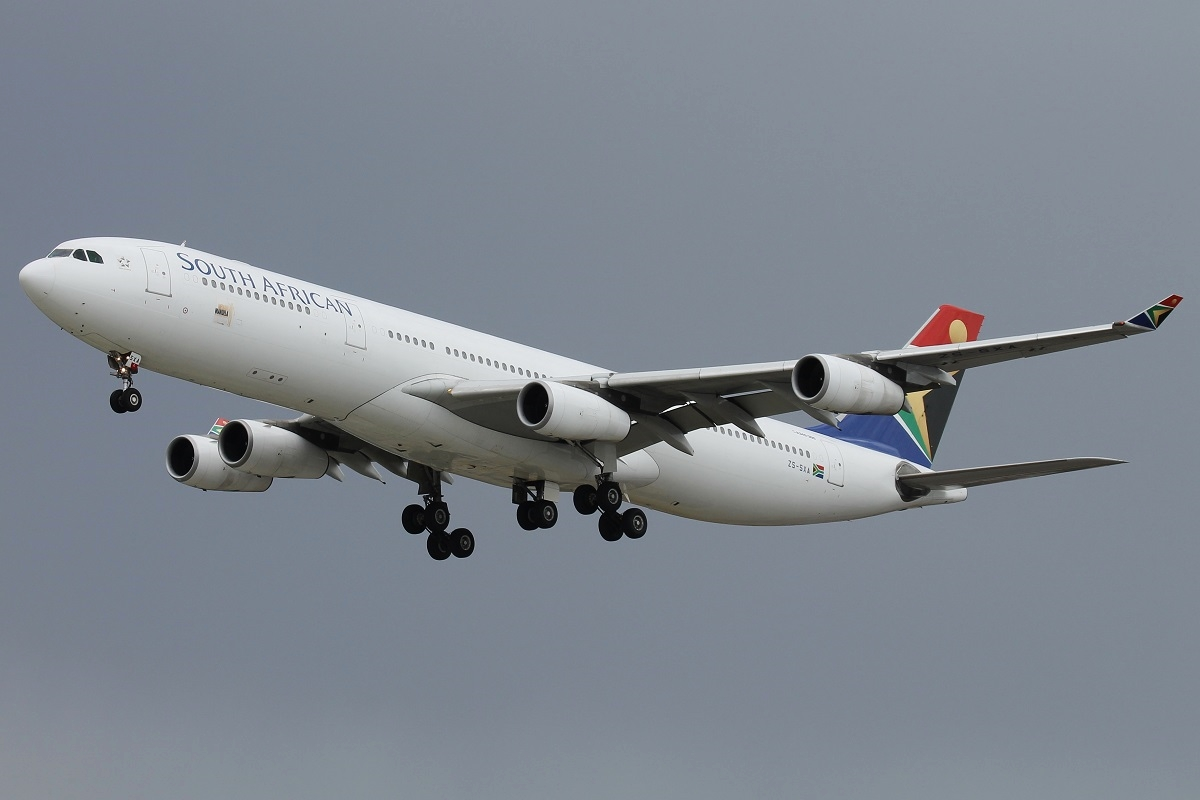 ZS-SXA Airbus A340-313X (cn 544) of South African Airways at Perth Airport – 25 Oct 2015