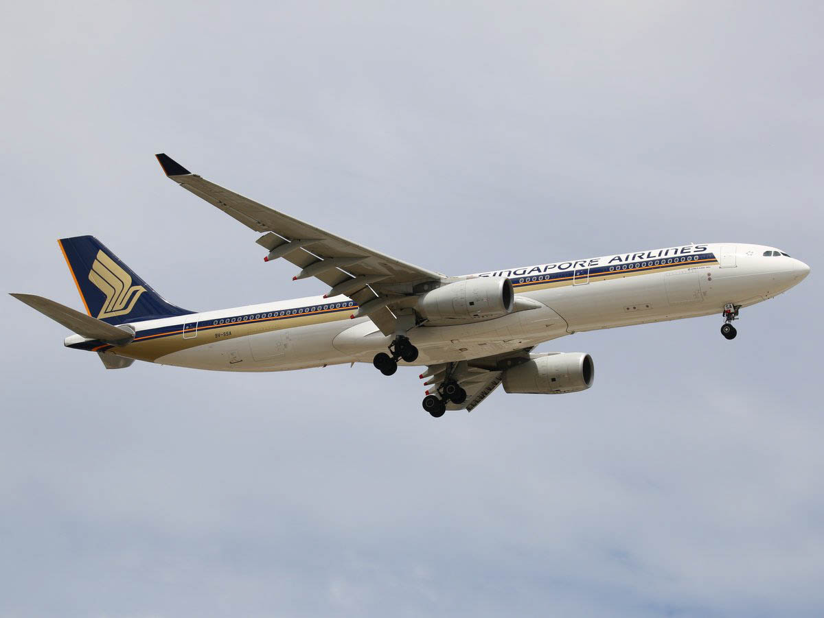 9V-SSA Airbus A330-343X (MSN 1485) of Singapore Airlines at Perth Airport - Fri 30 October 2015. Flight SQ213 from Singapore on final approach to runway 24 at 12:51. (Runway 21 closed due to construction work) Photo © Jimmy Leng