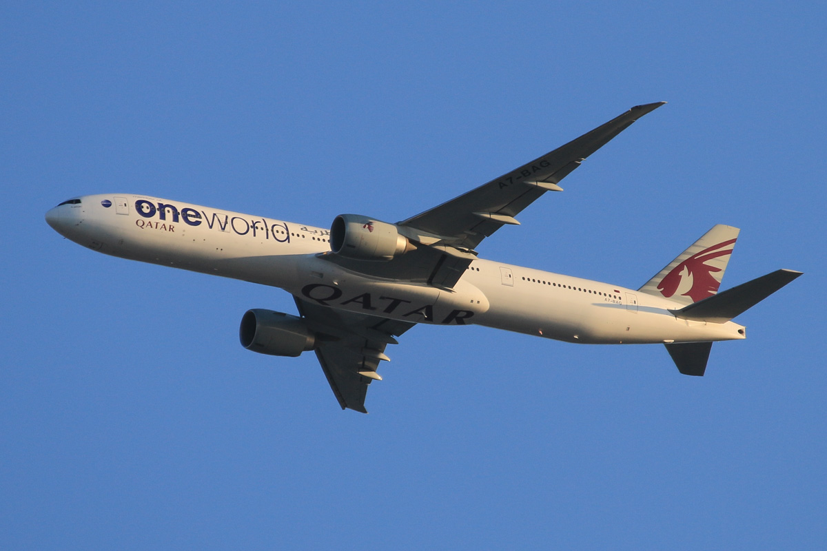 A7-BAG Boeing 777-3DZER (MSN 37662/849) named 'Littoriya', of Qatar Airways, in Oneworld livery, over the northern suburbs of Perth - Tue 20 October 2015. Flight QR900 from Doha, heading north east along the 9 DME arc at 5:49pm, before turning right to join the approach to Perth Airport's runway 21. Photo © David Eyre