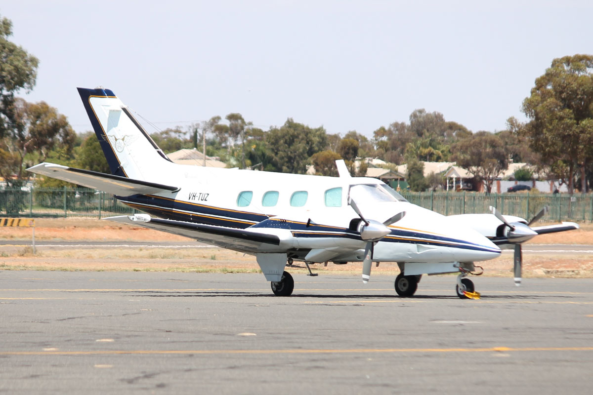 VH-TUZ Beech B60 Duke (MSN P-578) owned by Goldfields Air Services (GAS) (Texrio Pty Ltd) at Kalgoorlie Airport - 22 October 2015. Built in 1987, ex JA5274, N6917T. Based at Kalgoorlie. Photo © Jonathan Williams