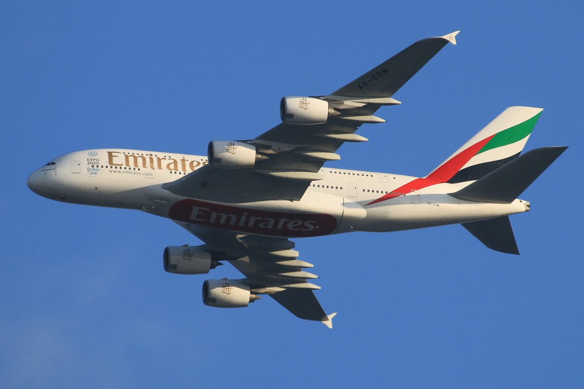 A6-EDM Airbus A380-861 (MSN 042) of Emirates, over the northern suburbs of Perth – Fri 23 October 2015. Flight EK420 from Dubai, heading northeast along the 9 DME arc, before turning right to join the approach to Perth Airport's runway 21 at 5:43pm. Photo © David Eyre