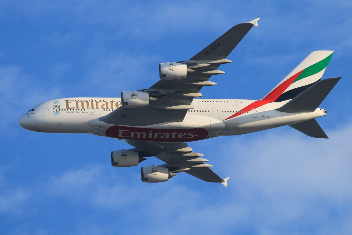 A6-EEV Airbus A380-861 (MSN 150) of Emirates, over the northern suburbs of Perth – Sat 24 October 2015. Flight EK420 from Dubai, flying northeast along the 9 DME arc at 5:32pm, before turning right to join the approach to Perth Airport's runway 21. Photo © David Eyre