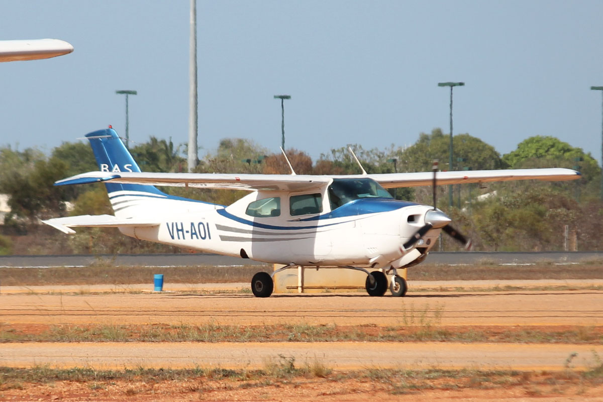 VH-AOI Cessna 210N Centurion (MSN 21064609) owned by Broome Air Services (BAS) at Broome Airport - 25 October 2015. Built in 1981, ex N9821Y. Photo © Jonathan Williams