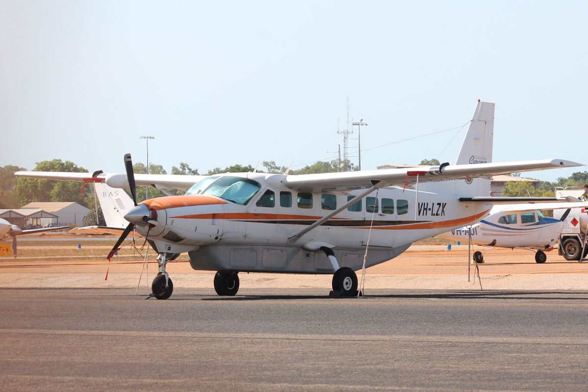 VH-LZK Cessna 208B Grand Caravan (MSN 208B0991) owned by Broome Air Services (BAS), at Broome Airport - 25 October 2015. Built in 2002, ex N12374, N52144. Photo © Jonathan Williams