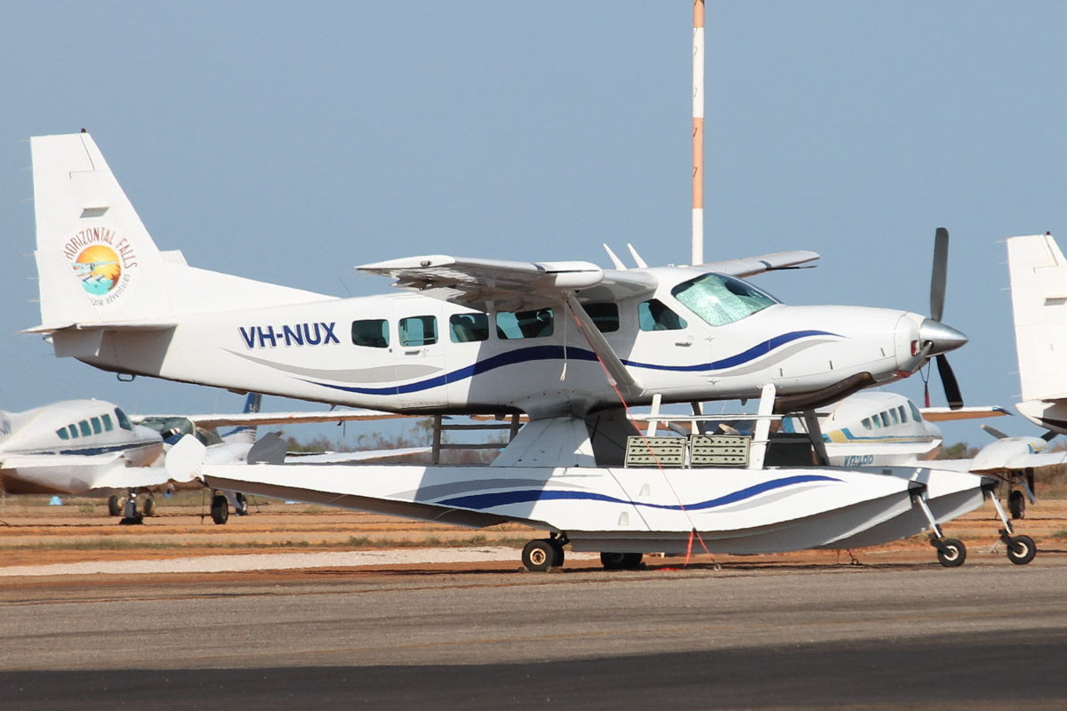 VH-NUX Cessna 208 Caravan (MSN 20800334) operated by Horizontal Falls Seaplane Adventures (West Coast SAir Services), at Broome Airport - 25 October 2015. Built in 2001, ex N76EA, VH-NRT, N75FT, N84BD, N1292B, N5163K. Photo © Jonathan Williams