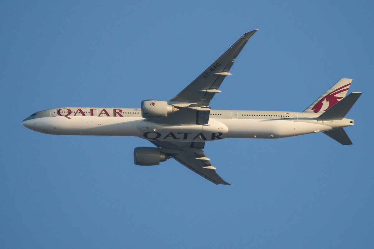A7-BAC Boeing 777-3DZER (MSN 36010/731), named 'Freha', of Qatar Airways - over the northern suburbs of Perth - Thu 29 October 2015. Flight QR902 from Doha, flying northeast along the 9 DME arc at 6:01pm before turning right to join the approach to runway 21 at Perth Airport. Photo © David Eyre