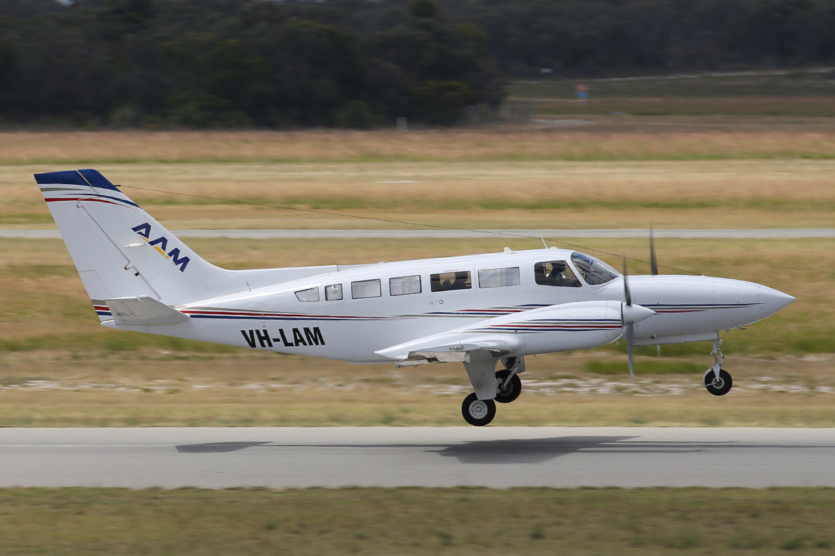 VH-LAM Cessna 404 Titan (MSN 4040627) owned by Australian Aerial Mapping (AAM) (Bayswater Road Pty Ltd), Spring Hill, QLD, at Jandakot Airport – 31 Oct 2015.