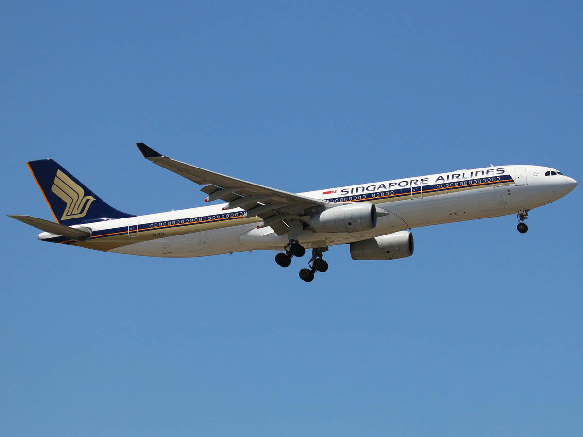 9V-STV Airbus A330-343X (MSN 1427) of Singapore Airlines, at Perth Airport – Tue 3 November 2015. Flight SQ213 from Singapore, on final approach to runway 21 at 12:39pm. SQ213/226 is temporarily being operated by A330-300s instead of the usual Boeing 777-200ER. Photo © Jimmy Leng