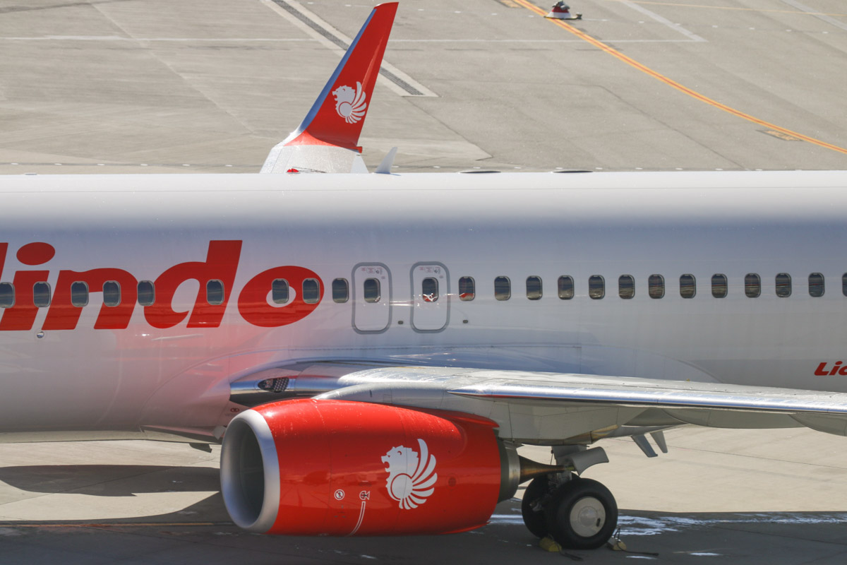 9M-LNW Boeing 737-8GP (MSN 39875/5616) of Malindo Air, at Perth Airport - Thu 19 November 2015. First service to Australia by Malindo Air. Flight OD151 from Kuala Lumpur landed on runway 21 at 2:41pm and is seen here after parking at Bay 151A at 2:46pm. The first service was operated by a Boeing 737-800, but they are supposed to use a 737-900ER. The inaugural flight departed Kuala Lumpur over an hour late at 9:32am (scheduled departure is 8:25am), but made up time en route, arriving 36 minutes late, after a flight time of 5 hours 7 minutes. 9M-LNW is a recent addition to Malindo's fleet; it first flew on 6 October 2015 and was delivered on 17 October 2015. Photo © David Eyre