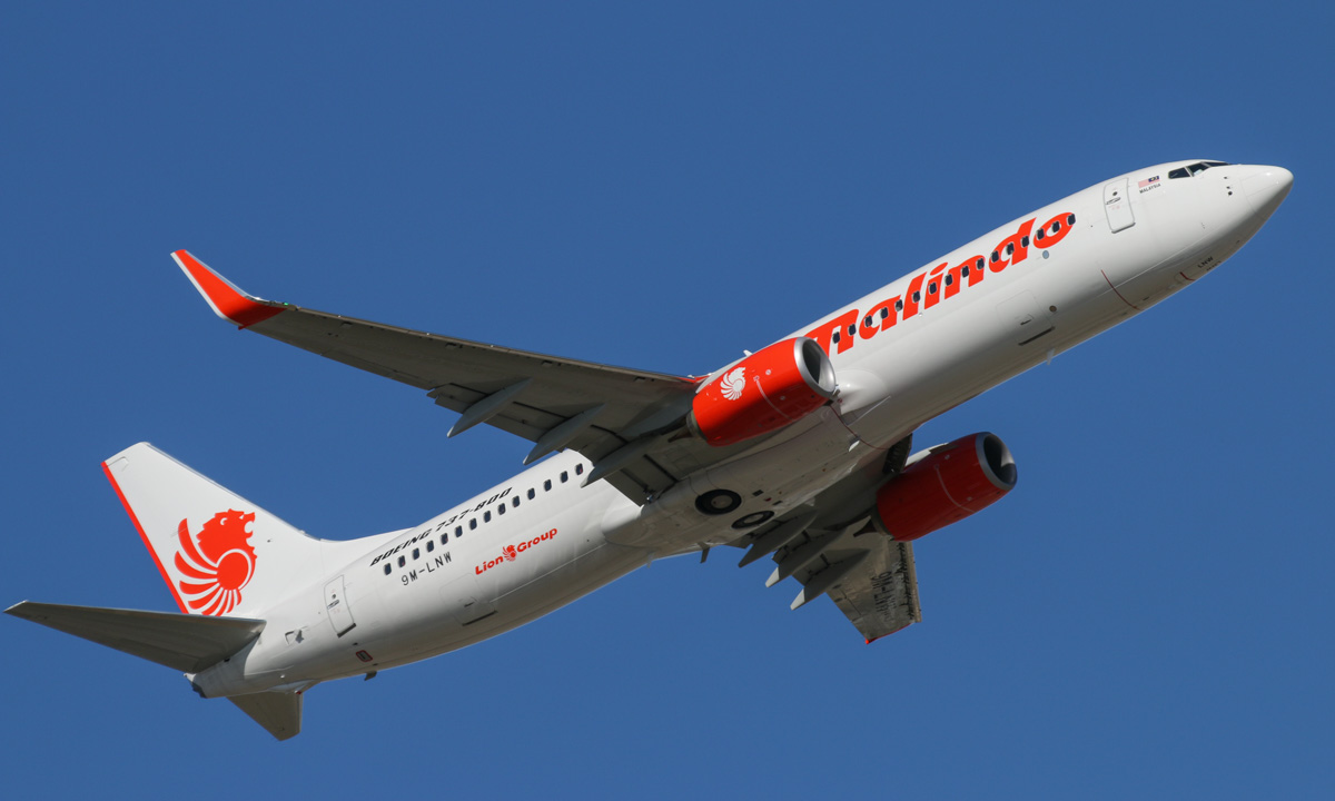 9M-LNW Boeing 737-8GP (MSN 39875/5616) of Malindo Air, at Perth Airport - Thu 19 November 2015. First service from Australia by Malindo Air. Flight OD152 returning to Kuala Lumpur, seen here after take-off from runway 21 at 3:50pm. A later departure from Kuala Lumpur led to the aircraft arriving in Perth 36 minutes late, and it then departed Perth 45 minutes late, arriving in KL at 9:11pm. 9M-LNW is a recent addition to Malindo's fleet; it first flew on 6 October 2015 and was delivered on 17 October 2015. Photo © David Eyre
