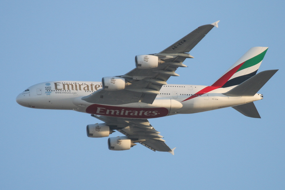 A6-EEM Airbus A380-861 (MSN 134) of Emirates, over the northern suburbs of Perth - Tue 24 November 2015. Flight EK420 from Dubai at 6:15pm, flying northeast along the 9DME arc before joining the approach to Perth Airport's runway 21. Photo © David Eyre