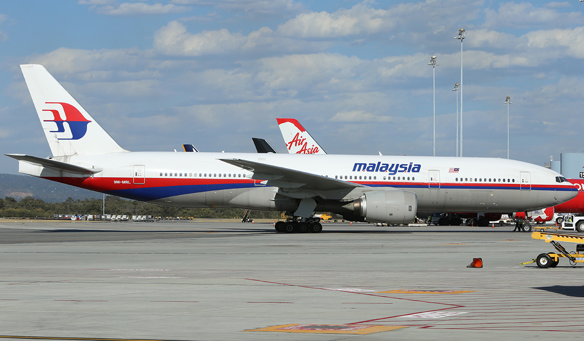 9M-MRL Boeing 777-2H6ER (MSN 29065) of Malaysia Airlines at Perth Airport – 21 Dec 2015.