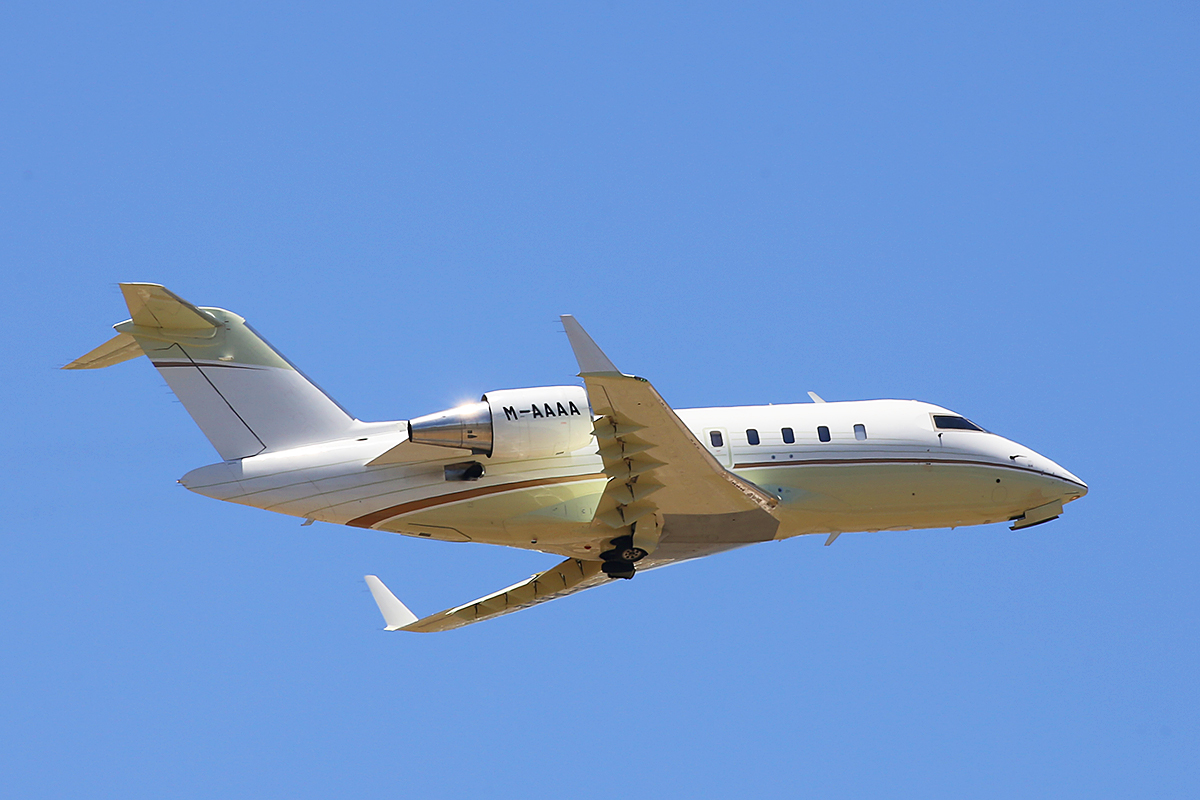 M-AAAA Bombardier CL-605 Challenger (MSN 5827) of TAG Aviation Asia at Perth Airport – 3 Jan 2016.