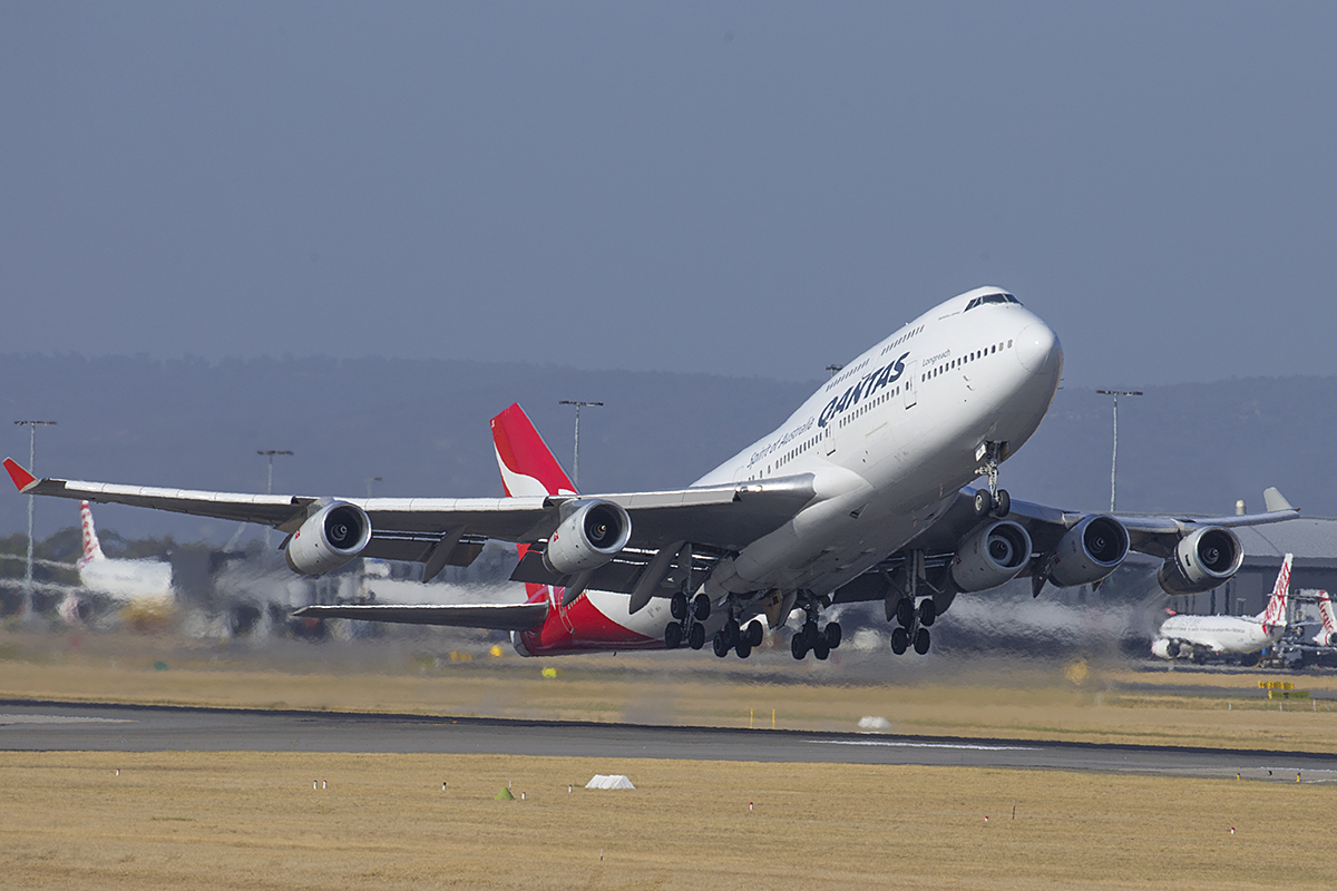 "VH-OJS Boeing 747-438 (MSN 25564/1230) of Qantas, named ""Hamilton Island"" at Perth Airport – 6 Jan 2016."