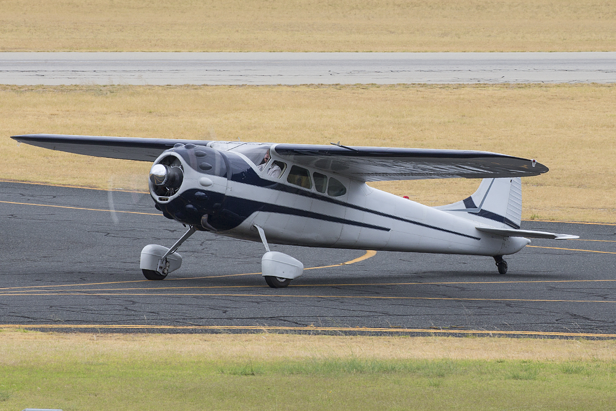 VH-JTM Cessna C195 (MSN 7752) at Jandakot Airport – 10 Jan 2016.