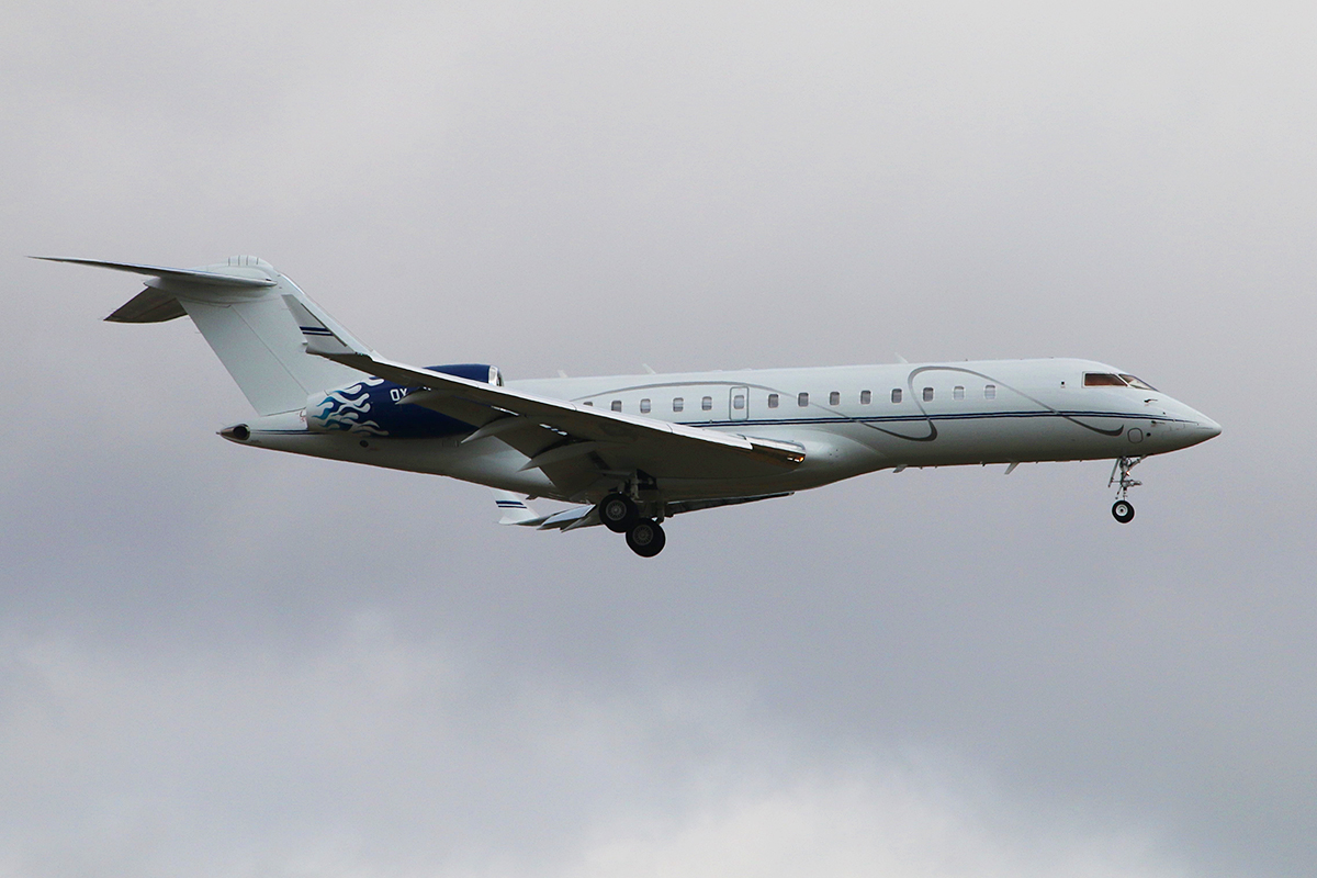 OY-MSI Bombardier BD-700-1A-10 Global express (MSN 9032) of Execujet Scandinavia at Perth Airport – 11 Jan 2016.