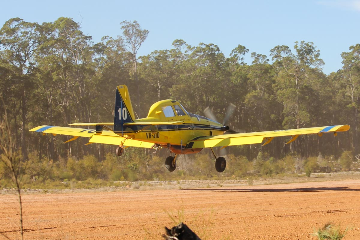 VH-JID / BOMBER 610 Air Tractor AT-802 (MSN 802-0341) owned by Dunn Aviation, named 'Chop', at Dweillingup Airstrip – Thu 14 January 2016. Operated for the WA Government on fire fighting duties, this aircraft was involved in fighting major fires in the area of Waroona, which had been started by lightning and destroyed nearly 200 homes. Photo © Jonathan Williams