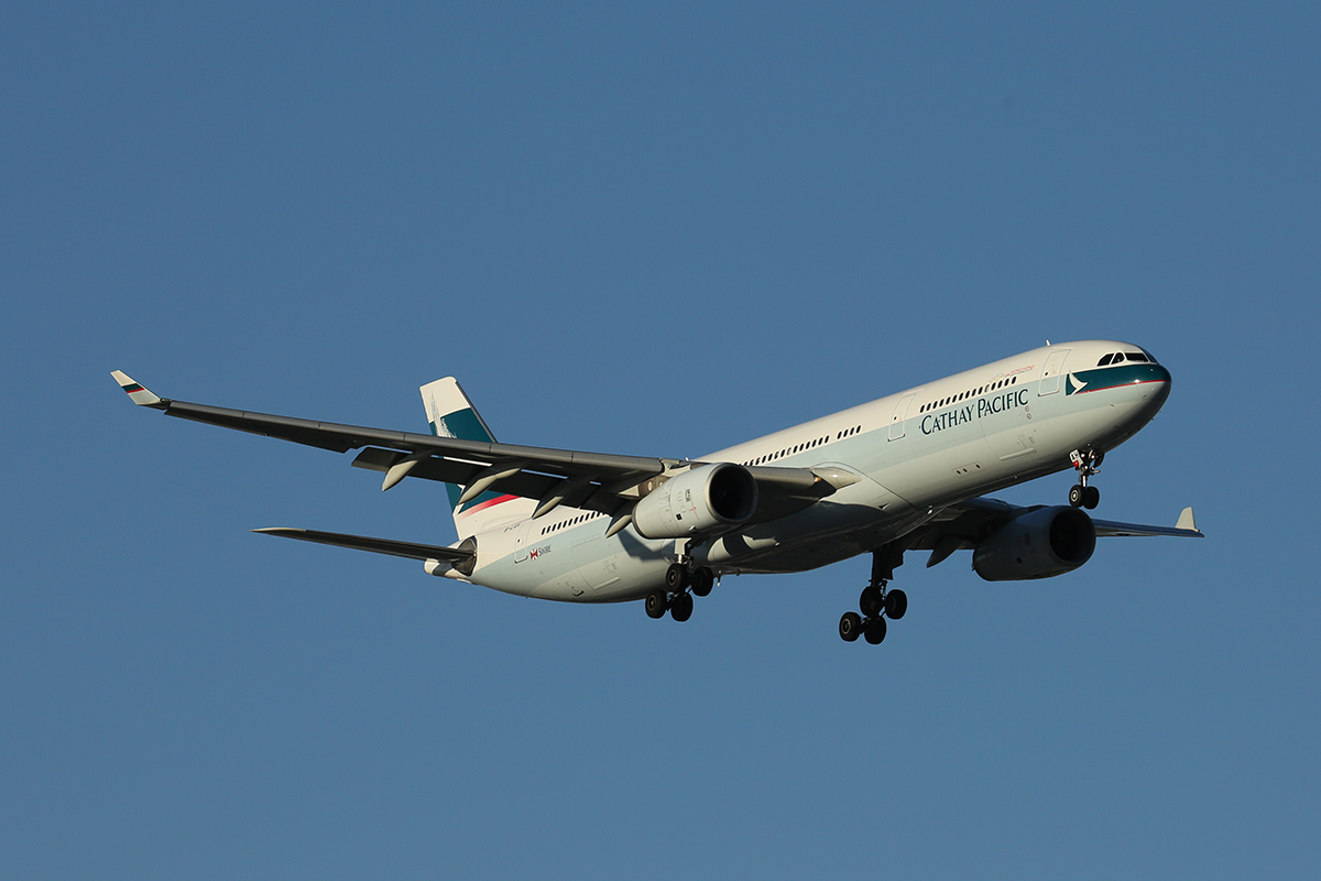 B-LAH Airbus A330-343X (MSN 915) of Cathay Pacific at Perth Airport – 15 Jan 2016.