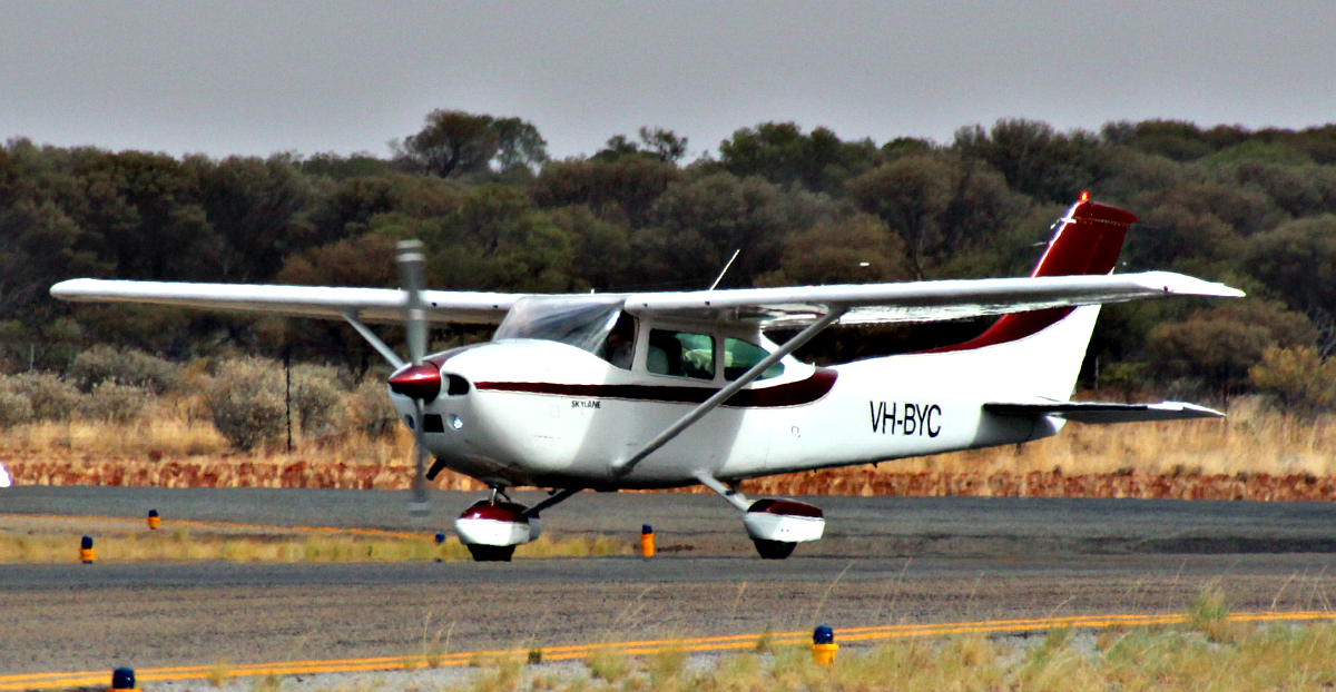 VH-BYC Cessna 182Q Skylane (MSN 18265412) owned by Philip Hooper, Albany, at Meekatharra Airport – 19 Jan 2016.