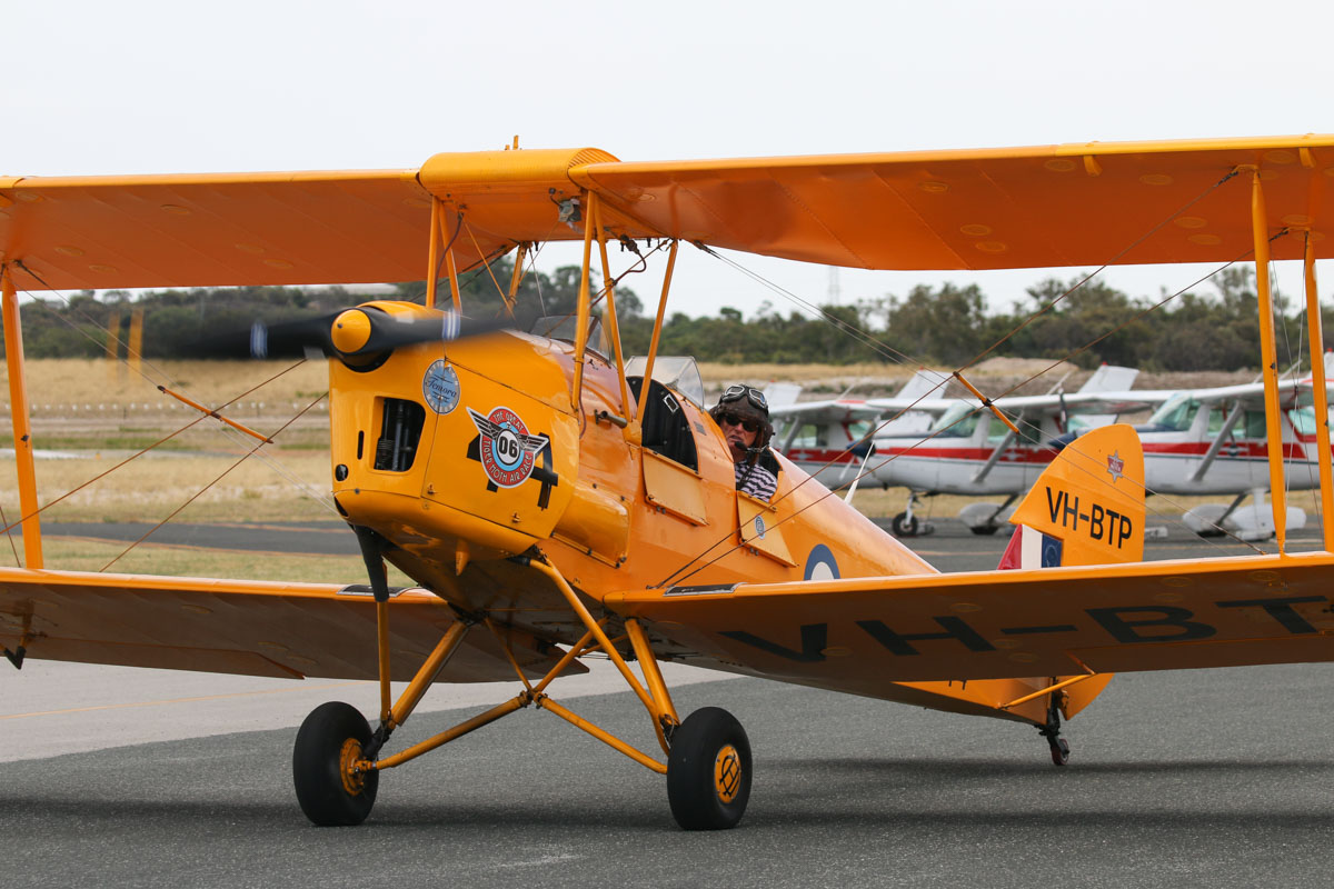 Formation Flight In Vh Btp A17 744 De Havilland Dh 82a Tiger Moth Australia Day City Of