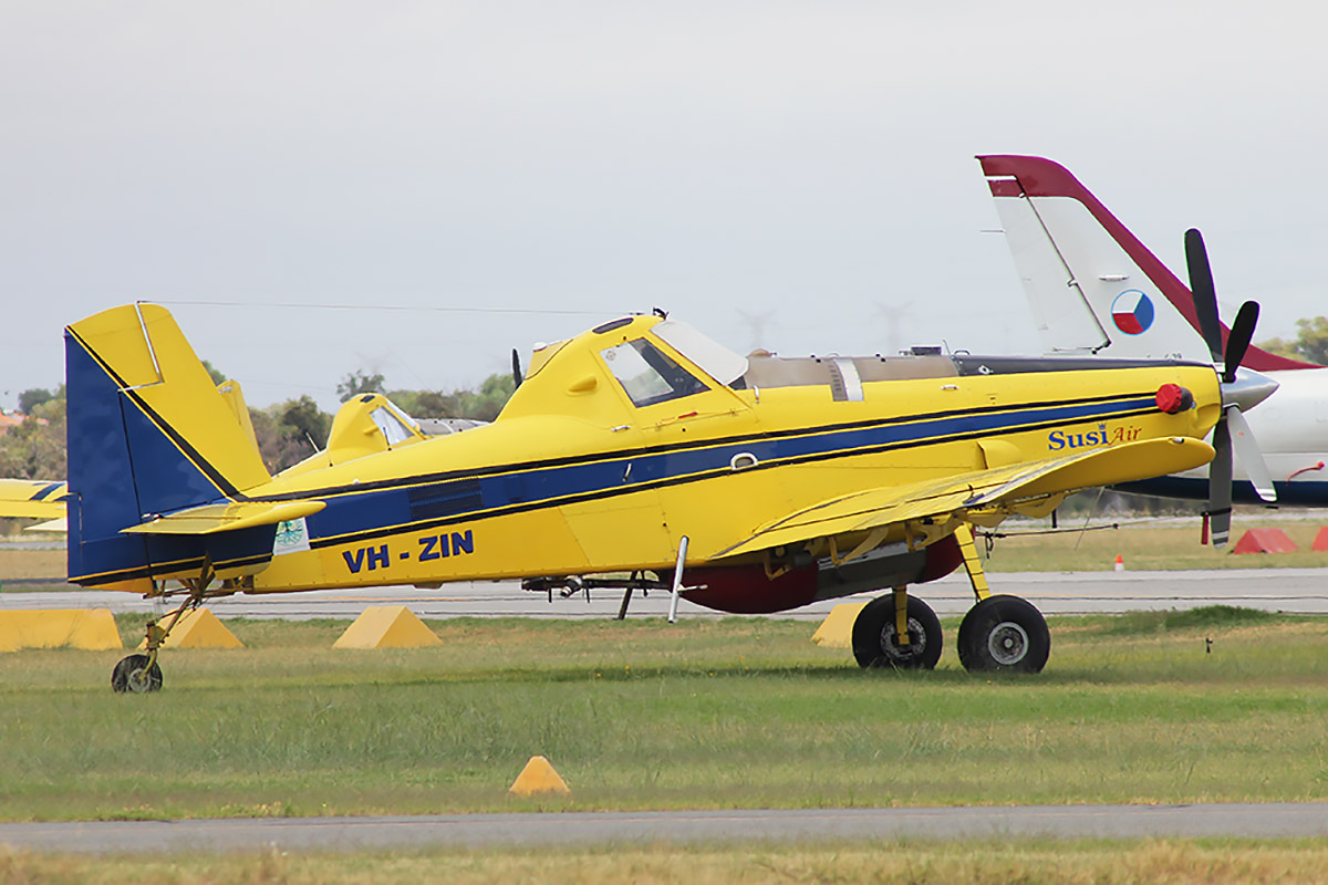 VH-ZIN / BOMBER 409 Air Tractor AT-802A (MSN 802A-0369) owned by Zinjune Pty Ltd, St George, Queensland, at Jandakot Airport 31 January 2016.