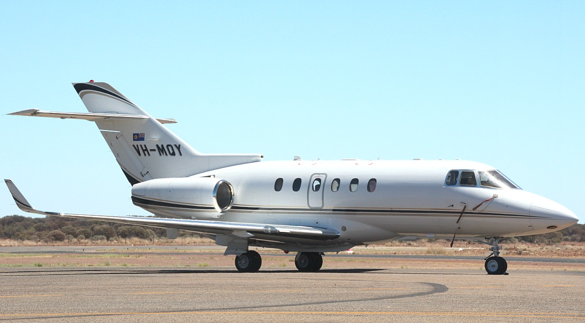 VH-MQY Raytheon Hawker 850XP (MSN 258807) of Maroomba Airlines (Nantay Pty Ltd), which is operated for the Government of Western Australia at Meekatharra Airport – 4 Feb 2016.