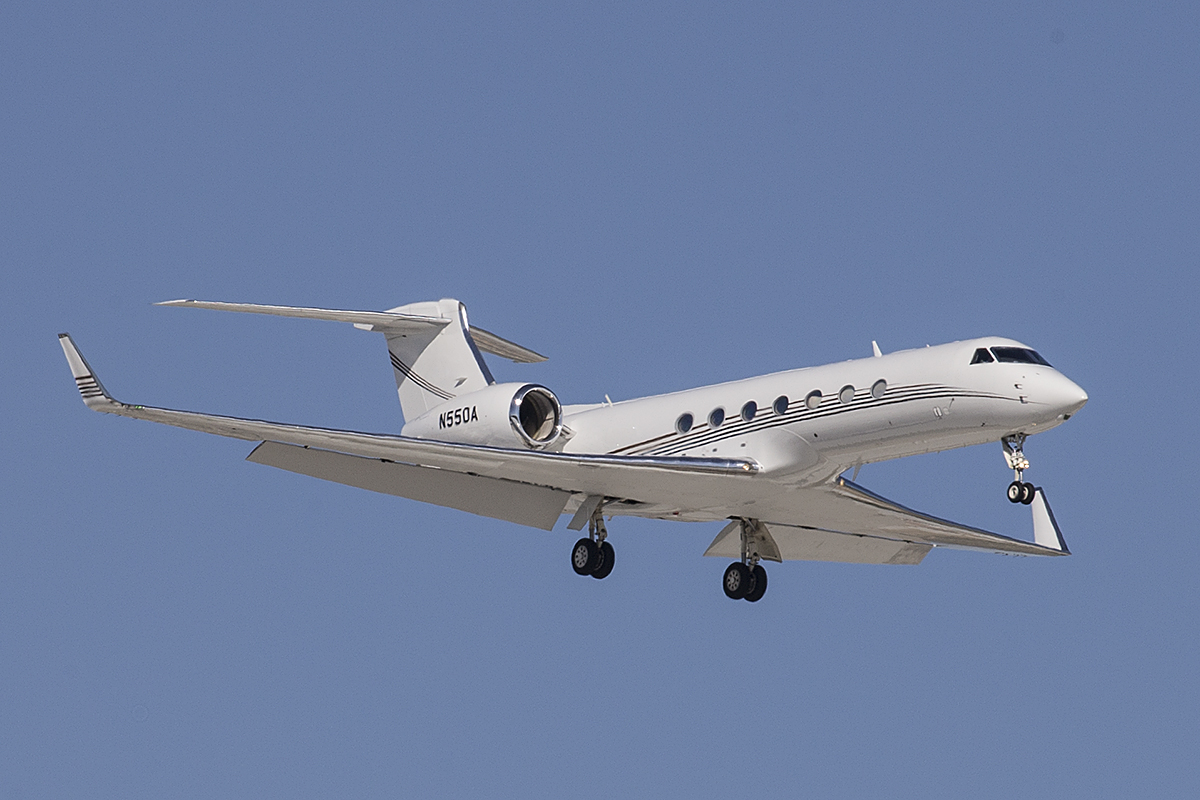 N550A Gulfstream Aerospace GV-SP (G550) (MSN 5207) of Wells Fargo Bank at Perth Airport – 12 Feb 2016. On finals for runway 24 at 4:05 pm. Photo © Keith Anderson (photographed using Canon camera and lenses)