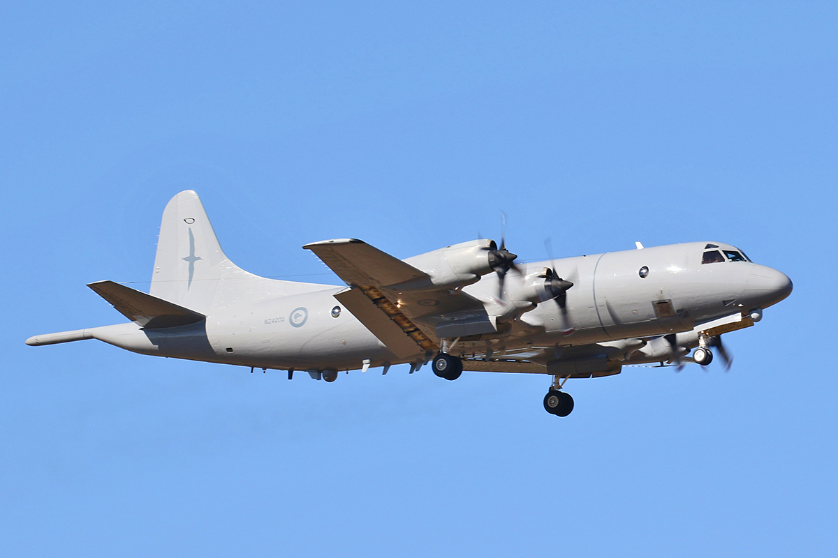NZ4205 Lockheed P-3K Orion (MSN 185-5208) of Royal New Zealand Air Force at RAAF Pearce – 28 Feb 2016. On approach to runway 18R at 3:53 pm.